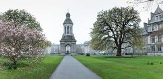 Universitetsområde av Treenighethögskolan som brett är ansedd att vara det mest prestigefulla universitetet i Irland Royaltyfri Foto