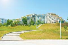 Universitetsområde ryskt Far East federalt universitet-FEFU på för ön, royaltyfria bilder