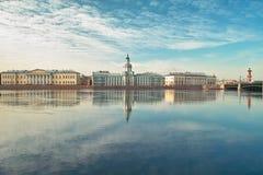 Universität Quay in St Petersburg Lizenzfreie Stockbilder