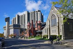 University of Toronto main library. University of Toronto campus at the intersection of Hoskin and St. George Street, looking towards Robarts Library, an stock images