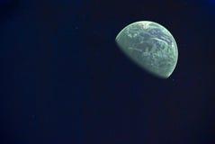 Universum som fylls med stjärnor och planeten Royaltyfria Foton