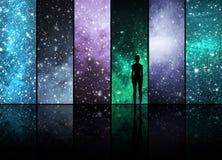 Universum, Sterne, Konstellationen, Planeten und ein Mensch Stockbilder