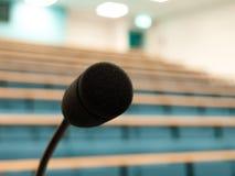 univiersity för föreläsningsmikrofontheatre Arkivbilder
