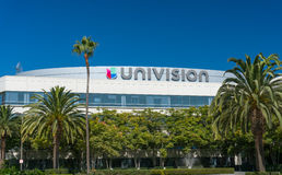 Univision Los Angeles TV-sändninglättheter och logo Arkivfoton