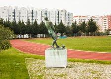 Uniwersytecki stadium, Lisbon, Portugalia: śródpolny n 2 i zabytek młoteczkowy miotacz Obrazy Royalty Free