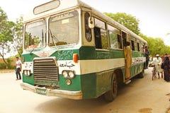 Uniwersytet Karachi - ucznie podróżuje w Uniwersyteckim punkcie Zdjęcia Stock
