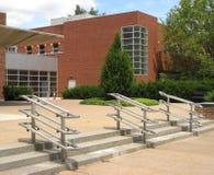 uniwersytet w budynku. obrazy stock