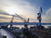 Unkapani桥梁高速公路Goldenhorn造船厂 免版税库存照片