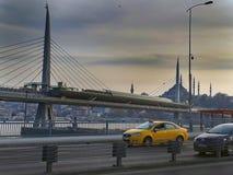 Unkapani mosta metra autostrada i samochody zdjęcia royalty free