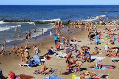 ZELENOGRADSK, KALININGRAD REGION, RUSSIA - JULY 29, 2017: Unknown people resting on a sandy beach on the Baltic Sea coast. royalty free stock photography