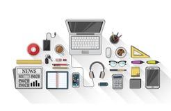 Unkosten des Schreibtisches mit Briefpapier und Technologie lizenzfreie abbildung