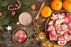 Unkosten des Weihnachtsneujahrsfeiertaghintergrundes mit gingerbre lizenzfreie stockfotografie