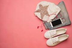 Unkosten von Wesensmerkmalen für modernen Studenten, Jugendlicher, Frau oberseite stockfoto
