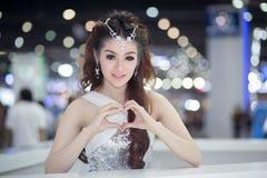 Unkwon-Modell im sexy Kleid an der 30. internationalen Bewegungsausstellung Thailands stockfotografie