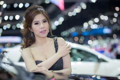 Unkwon-Modell im sexy Kleid an der 30. internationalen Bewegungsausstellung Thailands Stockfoto