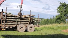 Unloading logs from the trailer using