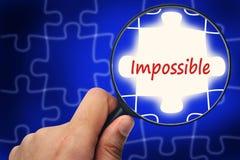 Unmögliches Wort Vergrößerungsglas und Puzzlespiele Stockbilder