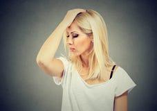 Unmindful smutna kobieta patrzeje desperacki obrazy royalty free