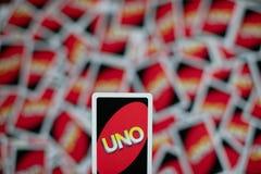 Uno到处在桌上驱散的游戏卡甲板  美国打牌 库存照片