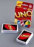 UNO游戏卡和UNO比赛箱子两个甲板  库存图片