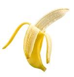 Uno abre el plátano maduro en el fondo blanco Imagen de archivo