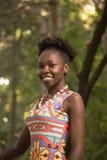 Uno, adulto joven, mujer sonriente feliz afroamericana negra 20- Imagenes de archivo