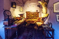 Uno de los cuartos dentro de la casa anterior de Franz Kafka imagenes de archivo