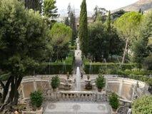 Uno de los jardines italianos más famosos y conocido por todo el mundo en Tivoli roma foto de archivo