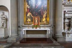 Uno degli altari in basilica di Santa Croce, Firenze Immagine Stock