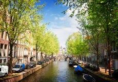 Uno dei canali a Amsterdam, l'Olanda Immagine Stock