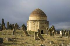 Uno dei mausolei del complesso di Yeddi Gumbes ad un cimitero musulmano antico Shemakha, Azerbaigian fotografia stock libera da diritti