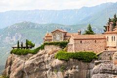 Uno dei monasteri di Meteora sulle rocce Fotografia Stock