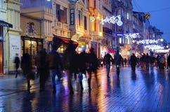 Uno della via di Istiklal della via più famosa della Turchia, Fuzzy View Fotografie Stock Libere da Diritti