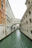 Uno di piccolo canale a Venezia Immagini Stock