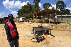 Uno di 10 siti del legname della croce rossa del Kenya per il keniano di ricostruzione fotografia stock libera da diritti