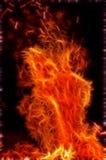 Uno di una serie di fiamme molto vive del falò Immagini Stock