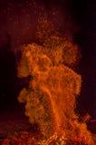 Uno di una serie di fiamme molto vive del falò Fotografia Stock