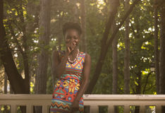 Uno, giovane adulto, risata sorridente felice americana dell'africano nero Immagini Stock