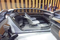 Uno mismo-conducción de concepto del coche en CES foto de archivo