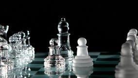 Uno rimuove un altro pezzo degli scacchi stock footage