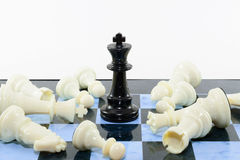 Uno scacchi nero di bianchi di vittoria Immagine Stock