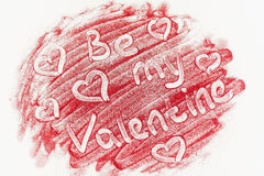 Uno scattering dei cuori rossi su un fondo bianco Struttura per il giorno del ` s del biglietto di S. Valentino Fotografie Stock
