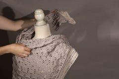 Uno scialle di lana di handcraft Immagine Stock Libera da Diritti