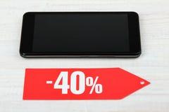 Uno sconto di quaranta per cento e di uno smartphone Fotografie Stock Libere da Diritti