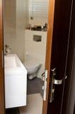 Porta del bagno fotografie stock libere da diritti