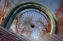 Uno sguardo d'annata ad una pozza nel parco del ` s Gorkij di Mosca Immagine Stock