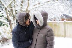 Uno sguardo delle coppie ad a vicenda Fotografia Stock Libera da Diritti