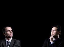 Uno sguardo di due uomini d'affari Immagini Stock