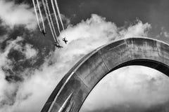 Uno show aereo di tre aeroplani immagine stock libera da diritti