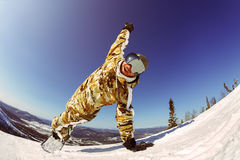 Uno snowboarder del tipo gode di una festa alla stazione sciistica Fotografie Stock Libere da Diritti